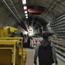 Im XFEL-Tunnel war für die Nacht des Wissens eine Sound- und Lichtinstallation eingerichtet.