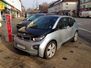 Der BMW i3 an einer Ladestation des Stromnetz-Hamburg.